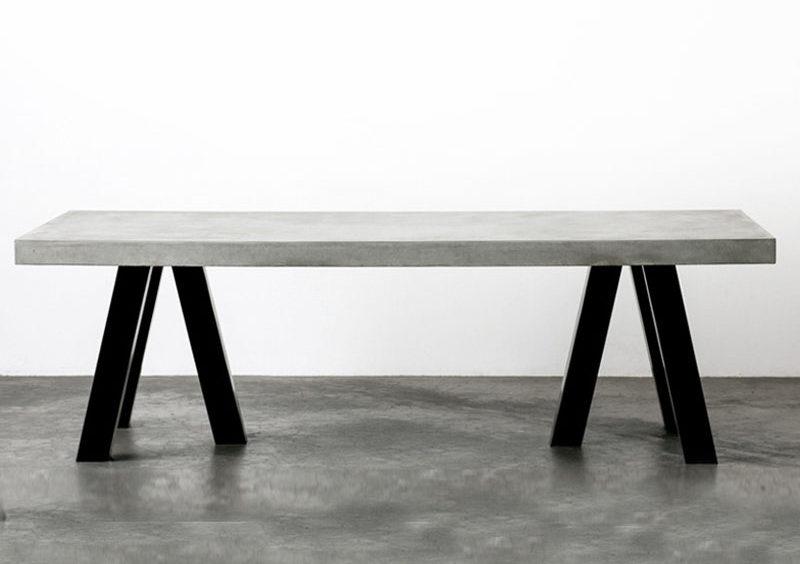 Идея для дизайна промышленного интерьера - столы из стали и бетона