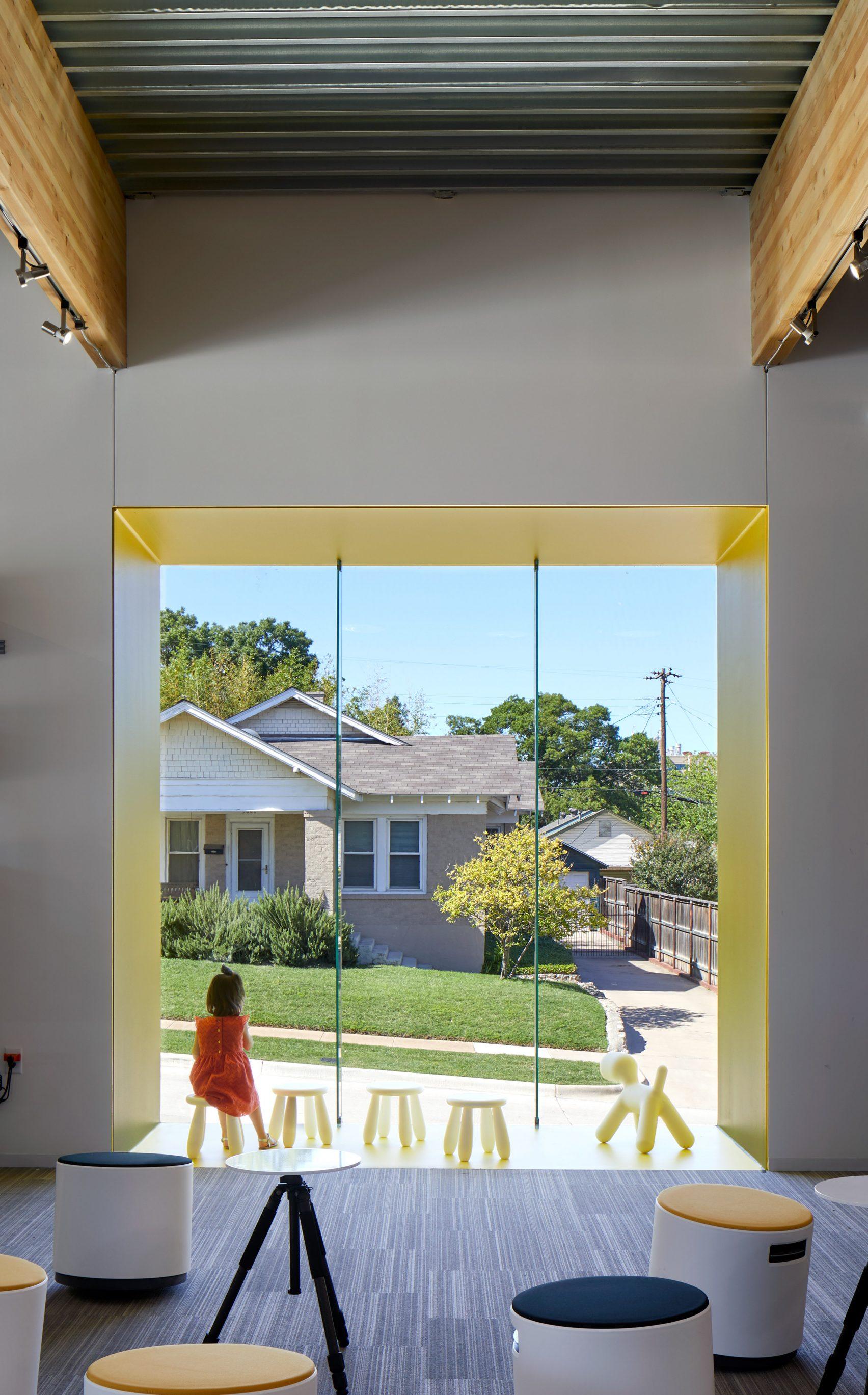 Студия компании «Fort Worth Camera» от Ибаньез Шоу создана с использованием деталей, ссылающихся на фотографию